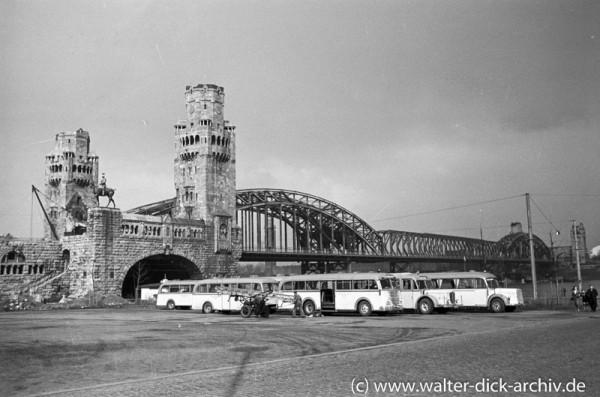 Am Kölner Busbahnhof 1950