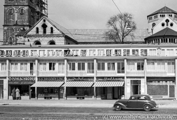 Ladenzeile an der Hahnenstraße 1954
