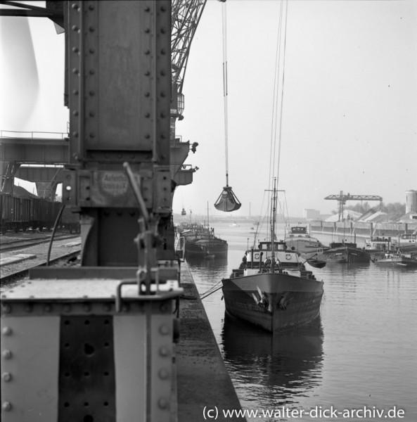 Verladebetrieb im Köln-Niehler Hafen