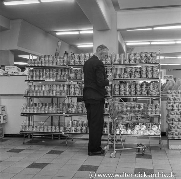 Einkaufswagen im Köln Ehrenfelder Supermarkt 1957