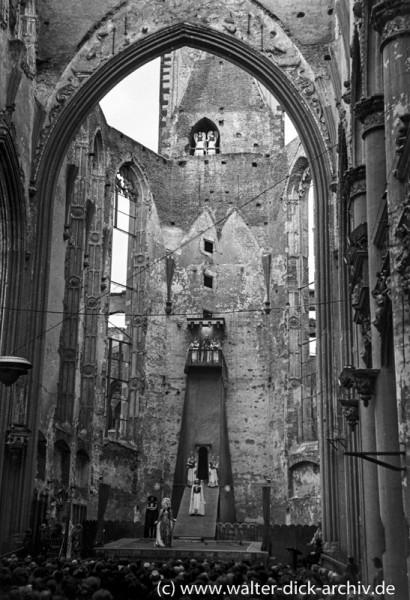 Theateraufführung in der Kölner Kirche St. Alban