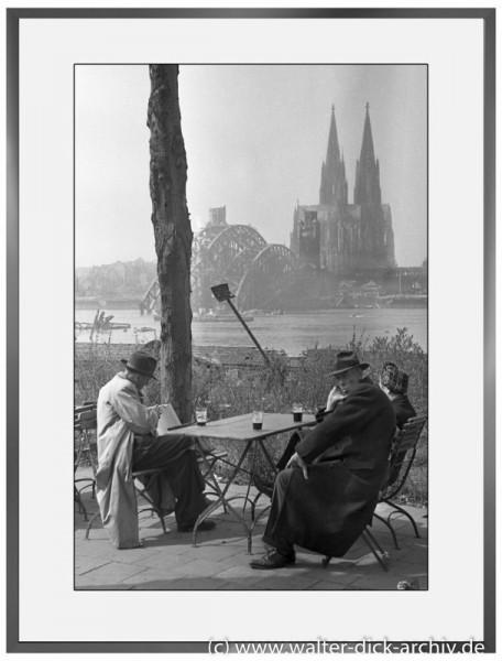 E27 - Heißgetränk im Terrassencafe 1946