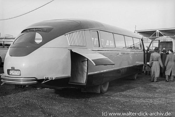 """""""Flugzeug der Landstraße"""" mit Rahmen und Motor von Ford Köln"""