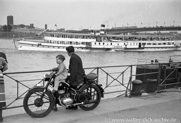 Am Kölner Rheinufer