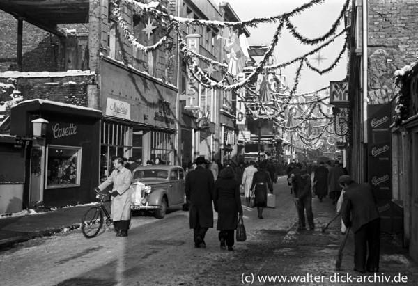 Weihnachtsschmuck auf der Hohe Straße