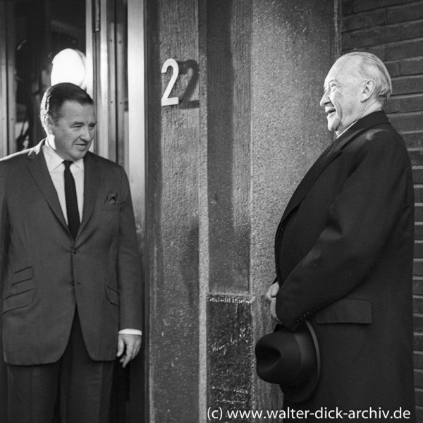 Konrad Adenauer und Henry Ford II beim Jubiiläum des Kölner Werks