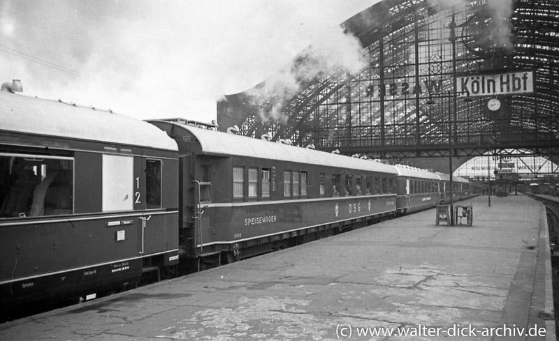 """DSG WR 1056 od. 1059 im FD """"Rheingold-Express"""", Köln Hbf 1955, Foto: Walter Dick, Fotolink: Walter-Dick-Archiv"""