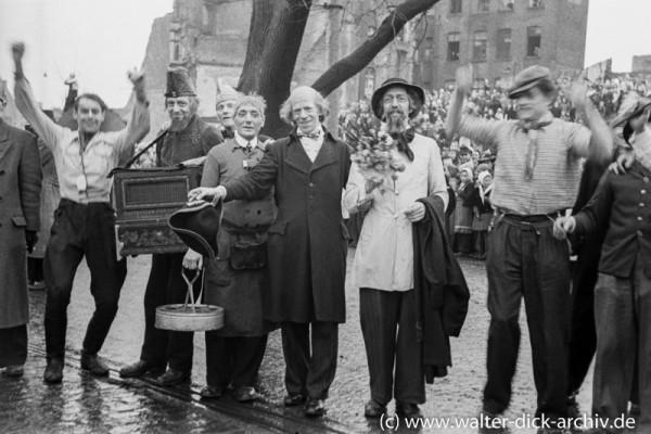 Kölsche Originale beim Kölner Rosenmontagszug