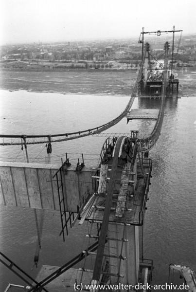 Beim Bau der Mülheimer Brücke