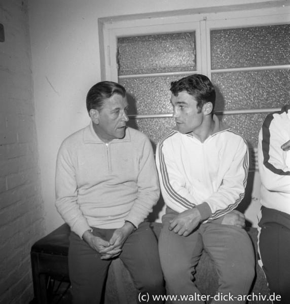 Jupp Elze mit Trainer vor seinem letzten Kampf 1968