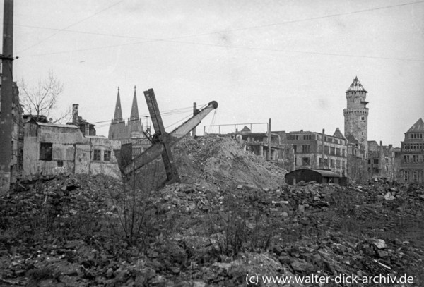 Trümmerberge auf dem Neumarkt 1946
