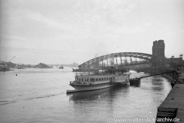 Rheindampfer als Hotelschiff