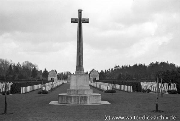 Eindrücke vom Kölner Südfriedhof 1954