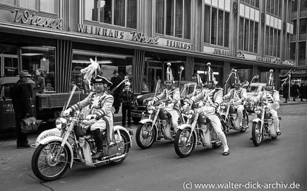 Prinzeneskorte auf Motorrädern 1955