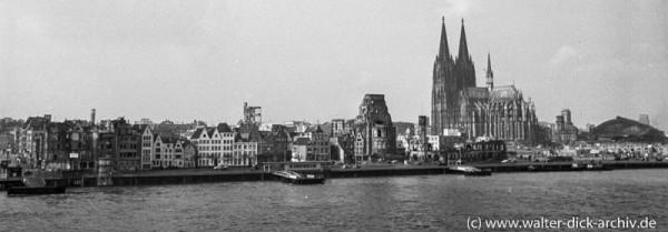 Rheinfront 1951 von Deutz aus gesehen