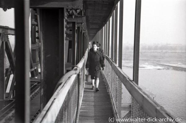 Fußgängersteg der Südbrücke 1948