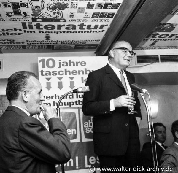 Verleger Heinrich Rowohlt beim Jubiläum