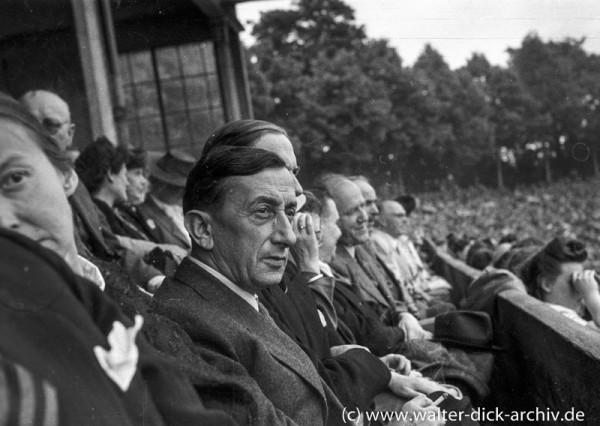 Oberbürgermeister Görlinger im Kölner Stadion