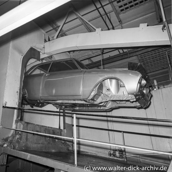 Rostschutz der fertigen Karosserie bei Ford in Köln