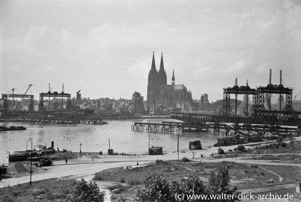 Der freie Vorbau der Köln Deutzer Brücke beginnt.