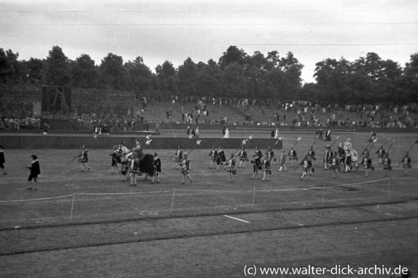 Historische Vorführung im Stadion