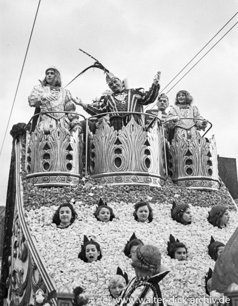 Der Prinz auf dem Festwagen des Kölner Rosenmontagszuges