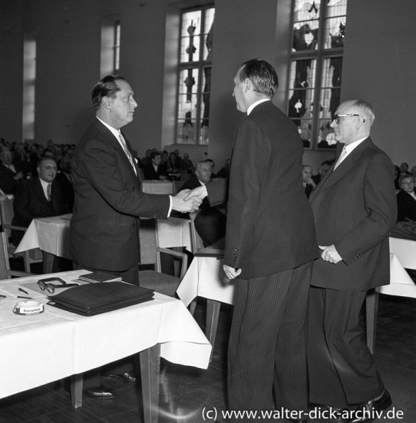 Der Oberstadtdirektor gratuliert. 1956