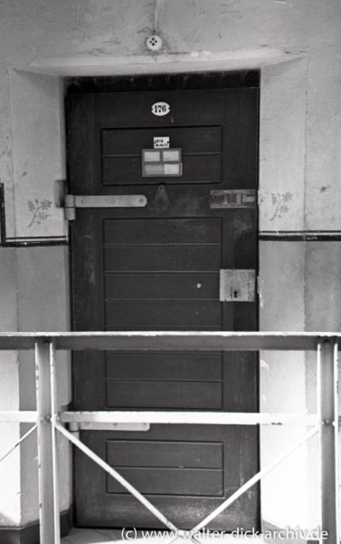 Tür zu einer Haftzelle