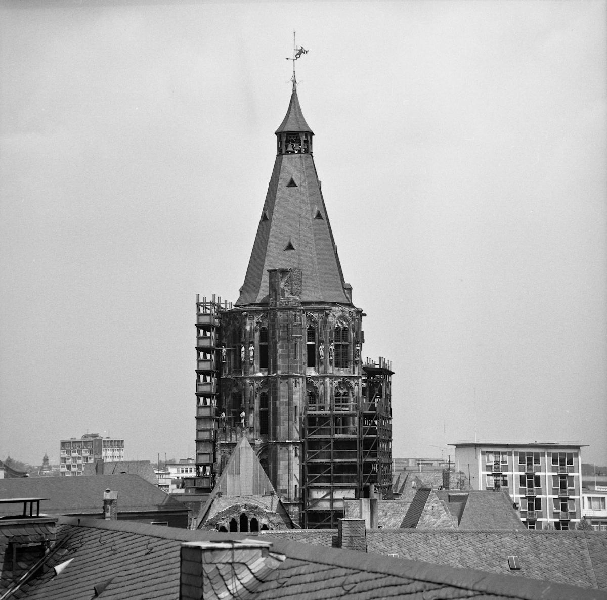 53761-Rathausturm-Koln