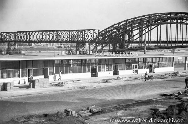 Hohenzollernbrücke und Bahnhof der Rheinuferbahn