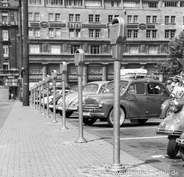 Parkplätze vor dem Dom-1963