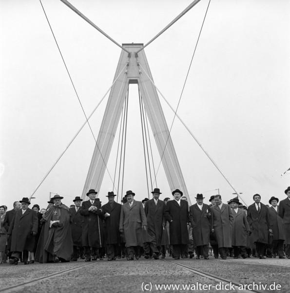 Erstbegehung der neuen Kölner Brücke- Schon ein Stück weiter! 1959