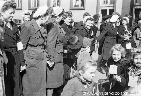 Abreise von Kölner Kindern in die Schweiz 1947