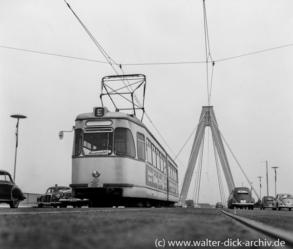 Straßenbahn auf der Kölner Severinsbrücke