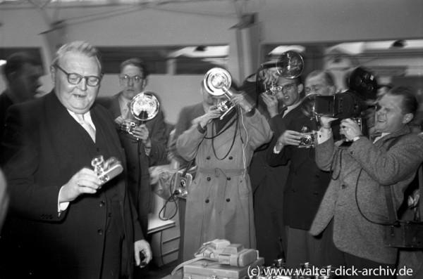 Photokina 1951 in Köln Ludwig Erhard
