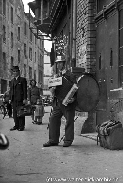 Blinder Straßenmusikant in Köln