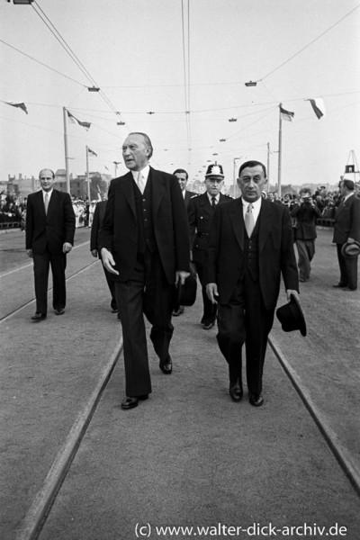 Konrad Adenauer und Robert Görlinger bei der Eröffnung der Mülheimer Brücke