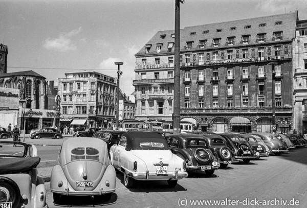 Parkplätze vor dem Dom 1951