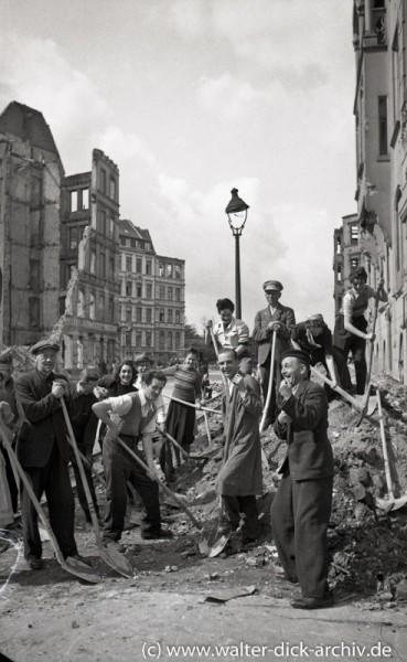 Trümmerräumung in der Kölner Innenstadt