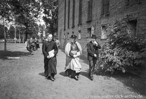 """Ausstellungseröffnung """"Christliche Kunst der Gegenwart"""" 1948"""
