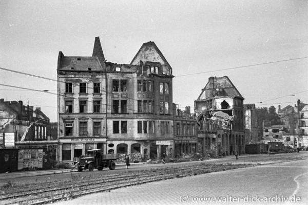 Zerstörte Häuser an der Hahnenstraße