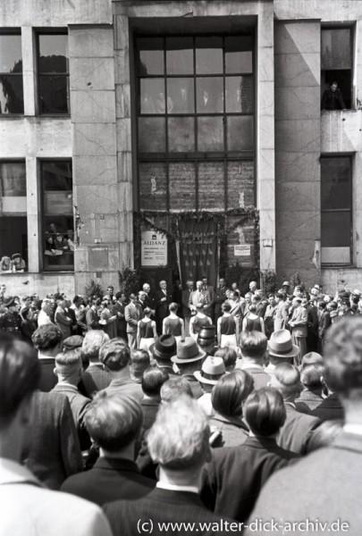 Sportlerehrung vor dem Allianzgebäude