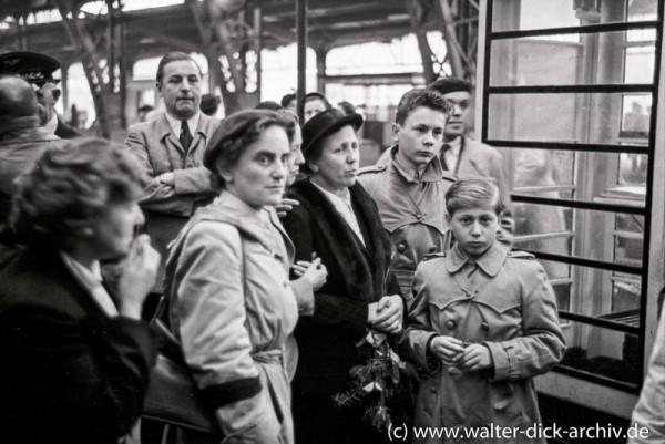 In Erwartung heimkehrender Kriegsgefangenen
