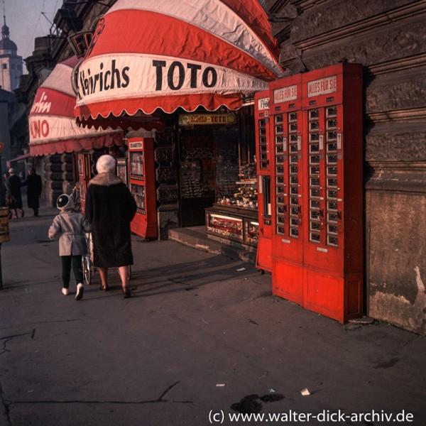 Ladenlokale unter der Hohenzollernbrüücke 1970