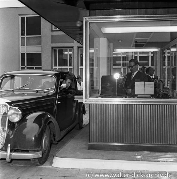 Autoschalter der Sparkasse 1961