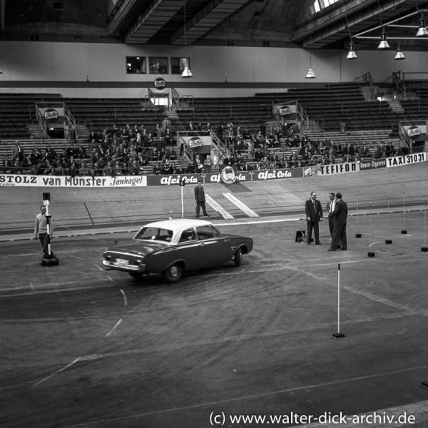 Präsentation des neuen Taunus 17 M (P3) in der Kölner Sporthalle