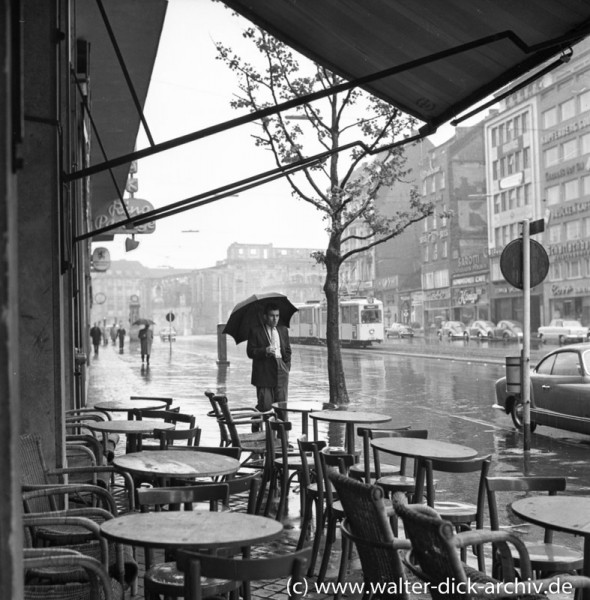 Hohenzollernring im Regen