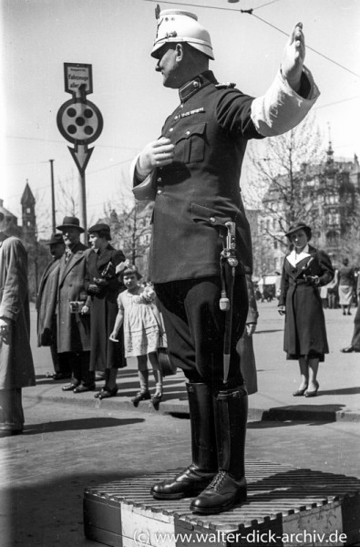 Auf dem Neumarkt 1935