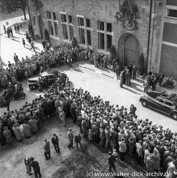 Eröffnung des Gürzenich-der Fuhrpark der Ehrengäste