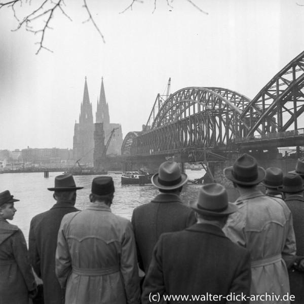 Wiederaufbau der Hohenzollernbrücke 1952